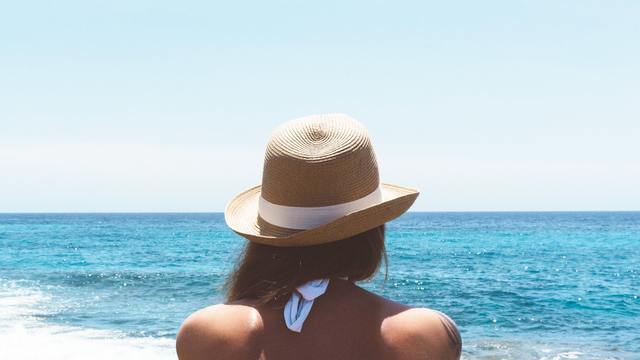 Sun Protection and Sensitive Skin: Your Questions Answered